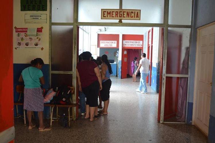 Hospital a donde fue trasladada la víctima de violación, en Retalhuleu. (Foto Prensa Libre: Jorge Tizol).