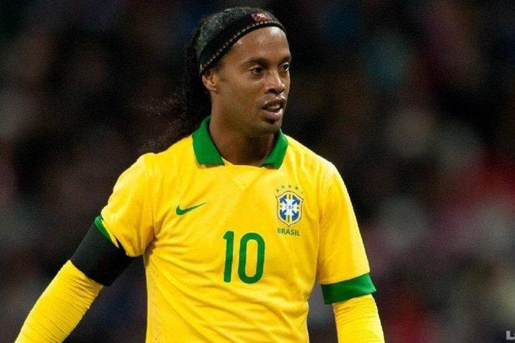 El brasiñeño Ronaldinho llegó a Ecuador para disputar un partido con el Barcelona de Guayaquil. (Foto Prensa Libre: Hemeroteca)