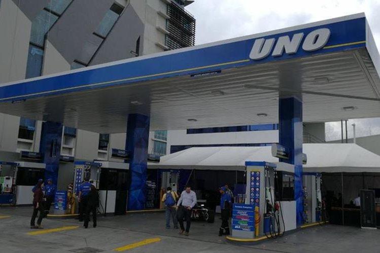 Presentan nueva marca UNO en el país, la primera estación de servicio se ubica en la Zona 10. (Foto Prensa Libre: Erick Ávila)