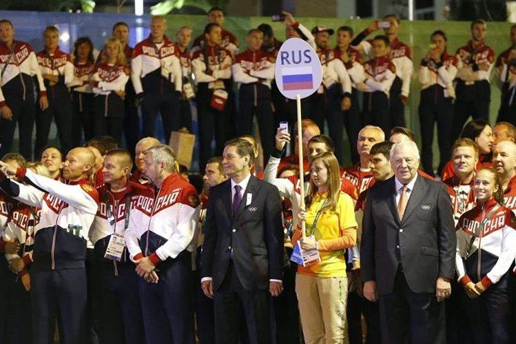 Autoridades y atletas de Rusia participan en una actividad en Río de Janeiro. (Foto Prensa Libre: EFE).