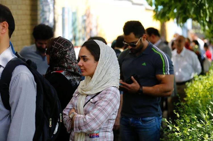 En ciudades como Teherán, Irán, se han hecho filas para ingresar a las mesas de elección.