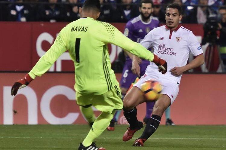 Navas recibió dos goles esta tarde en el Sánchez Pizjuán. (Foto Prensa Libre: EFE)
