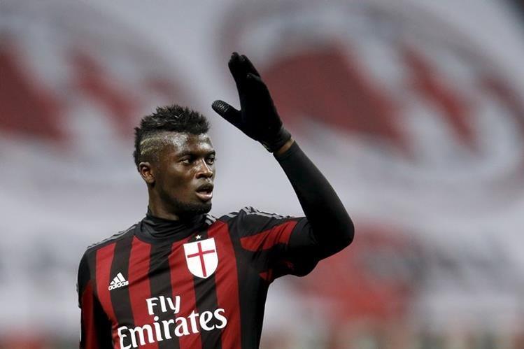 El jugador del AC Milan, Mbaye Niang, sufrió un accidente el sábado pasado, pero ya se encuentra bien. (Foto Prensa Libre: AC Milan)