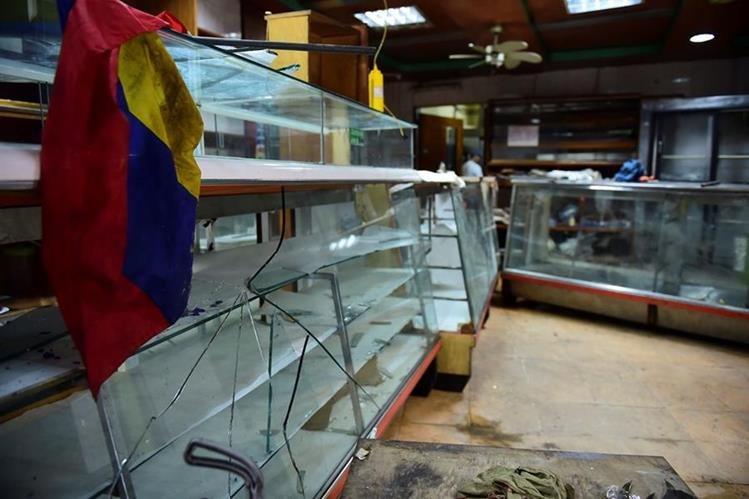 Saqueadores aprovechan caos en las calles de Venezuela. (Foto Prensa Libre: AFP)