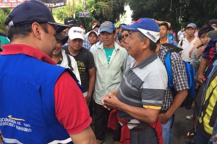 Personal de la Procuraduría de los Derechos Humanos verifica el protocolo de desalojo en Coatepeque, Quetzaltenango. (Foto Prensa Libre: cortesía PDH)