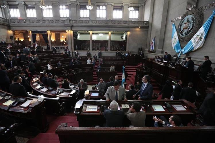 El pleno del Congreso creó una sala extraordinaria para que emita un dictamen que permita reformar el delito de financiamiento electoral ilícito. (Foto Prensa Libre: Hemeroteca)