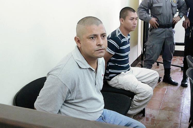 Artemio Ramírez Torres y Sergio Cardona Reyes, señalados de matar a periodistas en audiencia. (Foto Prensa Libre: A. Interiano)