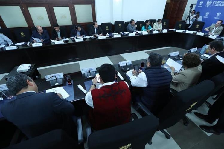 Los jefes de bloques del Congreso acordaron que mañana será juramentada la postuladora para elegir candidatos a contralor General de Cuentas. (Foto Prensa Libre: Esbín García)