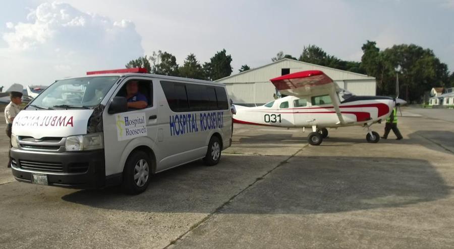 Los siameses fueron trasladados vía aérea desde Santa Elena, Petén, hacia el Hospital Roosevelt. (Foto Prensa Libre: Ejército de Guatemala)