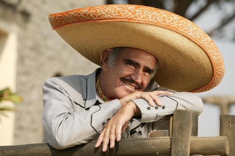 Vicente Fernández se despide de los escenarios en México. (Foto Prensa Libre: Hemeroteca PL)