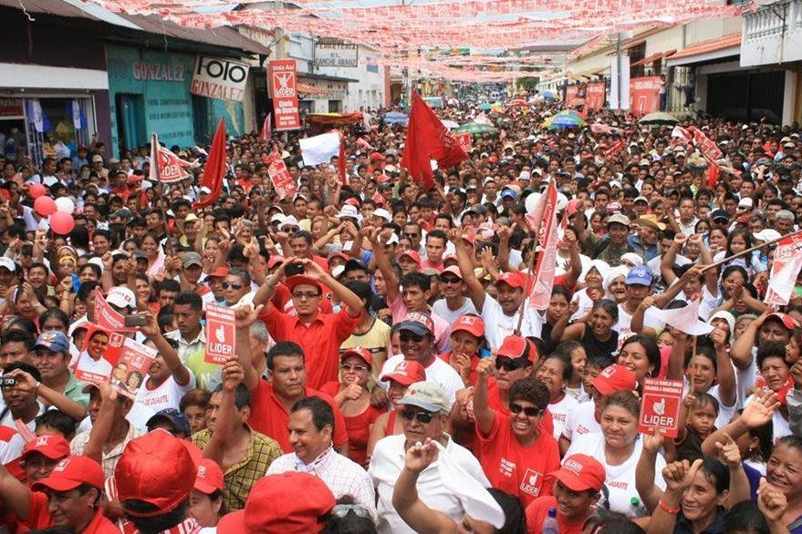 Afiliados del partido Líder también han acudido al TSE para separarse de esa agrupación política.