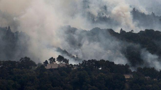 Al menos 23 personas perdieron la vida, más de 600 están desparecidas y unas 2.000 propiedades han sido destruidas, según recuentos preliminares de las autoridades. GETTY IMAGES