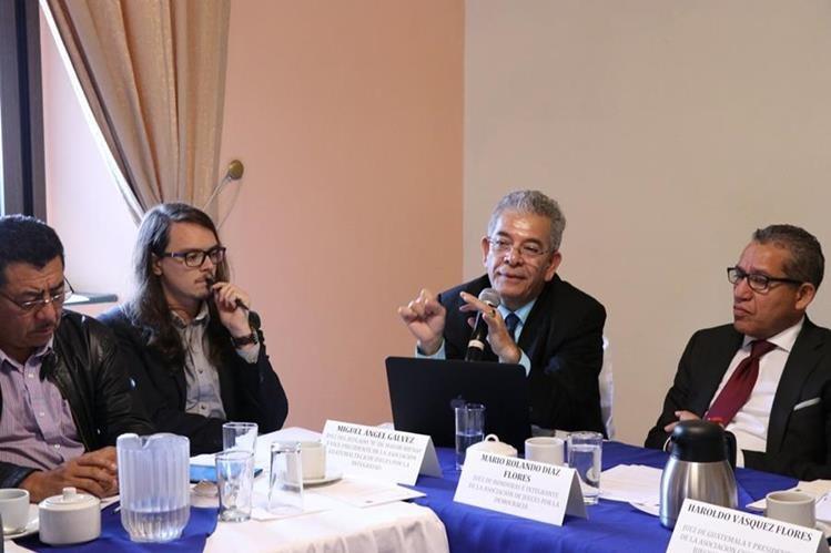 Juez Miguel Ángel Gálvez participa en taller con abogados de Quetzaltenango, este sábado 8 de julio. (Foto Prensa Libre: María José Longo)