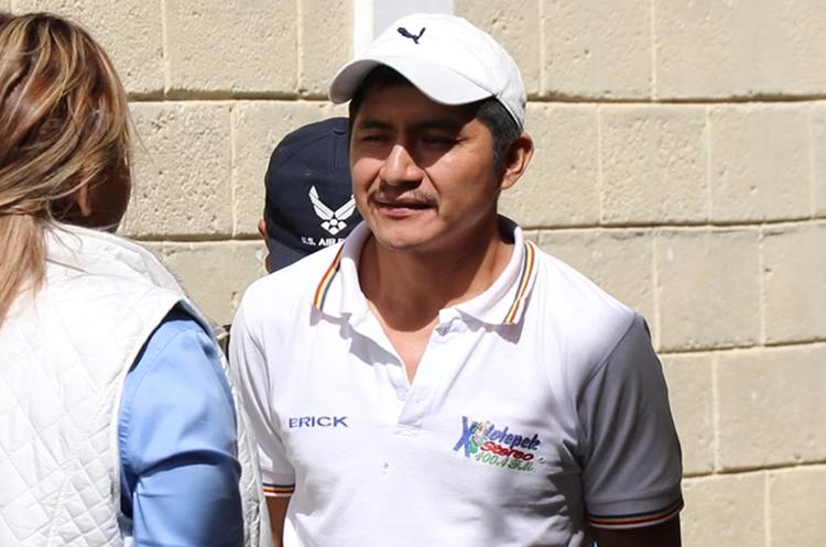 Felipe López fue capturado frente a la Escuela Oficial Rural Mixta de la aldea Los Olivos. (Foto Prensa Libre: Hugo Oliva)