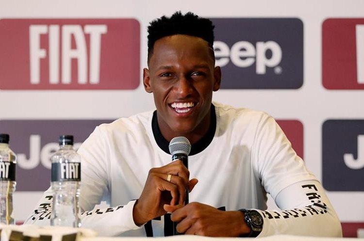 El jugador de la selección colombiana de fútbol Yerry Mina habló en rueda de prensa hoy en Bogotá, Colombia. (Foto Prensa Libre: EFE)