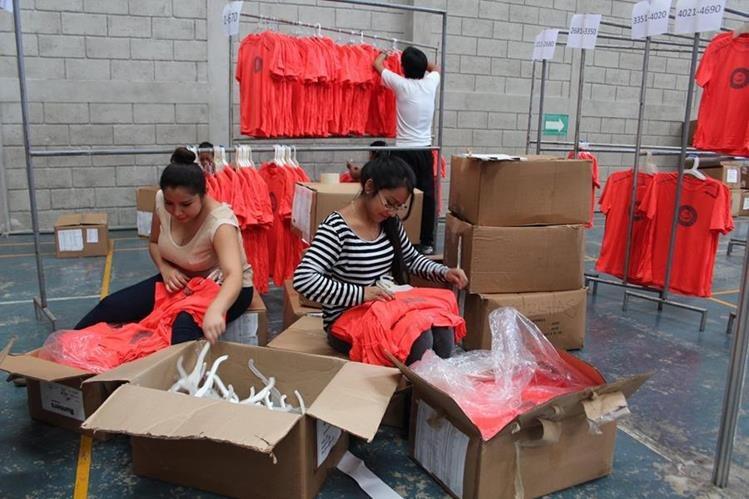 Este viernes y sábado se estarán entregando los números a los corredores inscritos. (Foto Prensa Libre: Eduardo Sam).