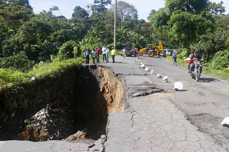 Para el 2018 ya habrá un buena parte del gasto del Ministerio de Comunicaciones contratado para el avance de las obras, con licitaciones nuevas. (Foto Prensa Libre: Hemeroteca)