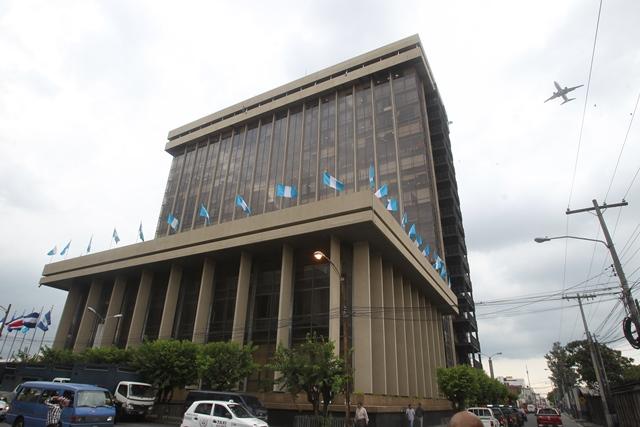 El Ministerio de Finanzas definió el reglamento de contrataciones del Estado que cobra vigencia el 24 de junio. (Foto Prensa Libre: Hemeroteca PL)