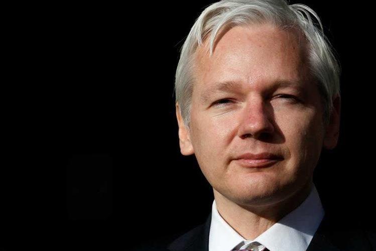 Assange permanece en la embajada de Ecuador en Londres.