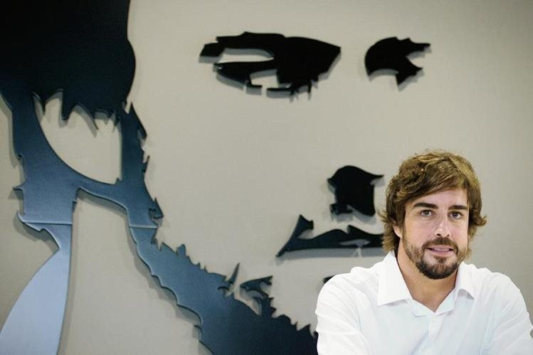 Fernando Alonso durante la inauguración del museo de la Fundación Llanera al norte de España. (Foto Prensa Libre: AFP)