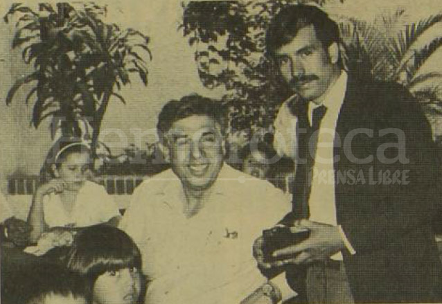 Rubén Aguirre durante su visita a Guatemala en 1987. (Foto: Hemeroteca PL)