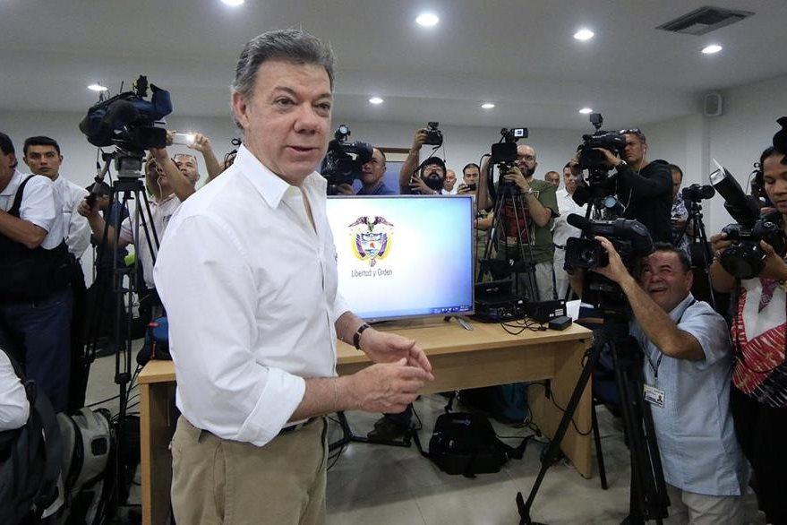 El presidente de Colombia, Juan Manuel Santos, anuncia en una rueda de prensa el hallazgo. (Foto Prensa Libre: EFE).