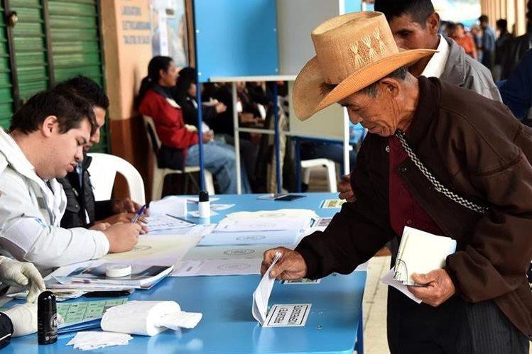 Para las próximas elecciones todos los partidos que hayan sido constituidos tendrán que participar en los comicios. (Foto Prensa Libre: Archivo)