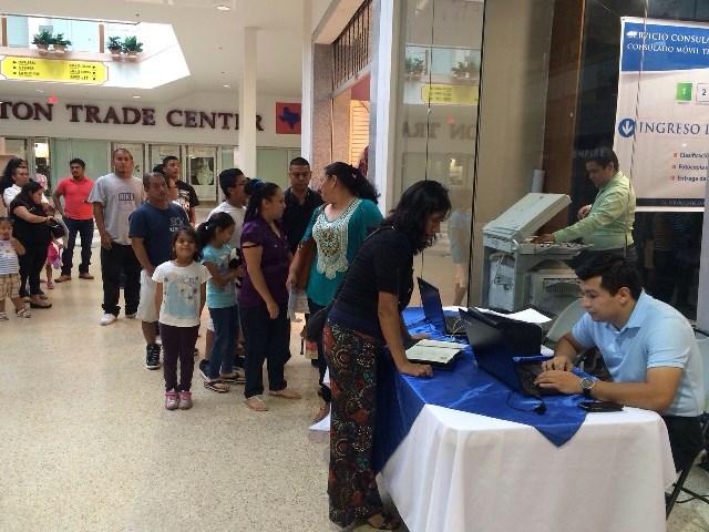 El Consulado Móvil Temporal atendió a guatemaltecos que residen en Houston y zonas aledañas. (Foto Prensa Libre: Renap)