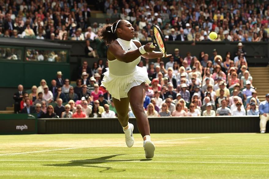 Serena Williams derrotó a Anastasia Pavlyuchenkova para avanzar a su décima semifinal de Wimbledon. (Foto Prensa Libre: AFP)