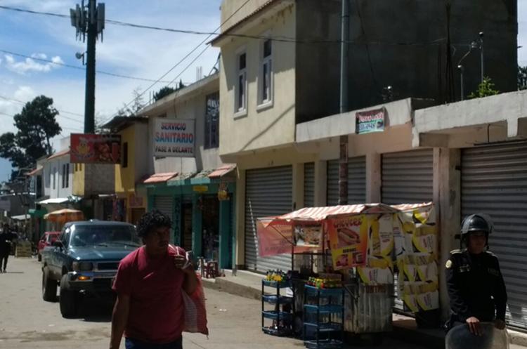 Los locales comerciales se encuentran contiguos al zoológico Minerva. (Foto Prensa Libre: Carlos Ventura)
