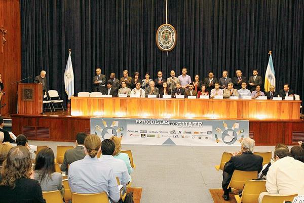Representantes de medios de comunicación presentan el movimiento Periodistas por Guate. (Foto Prensa Libre: Esbin García)