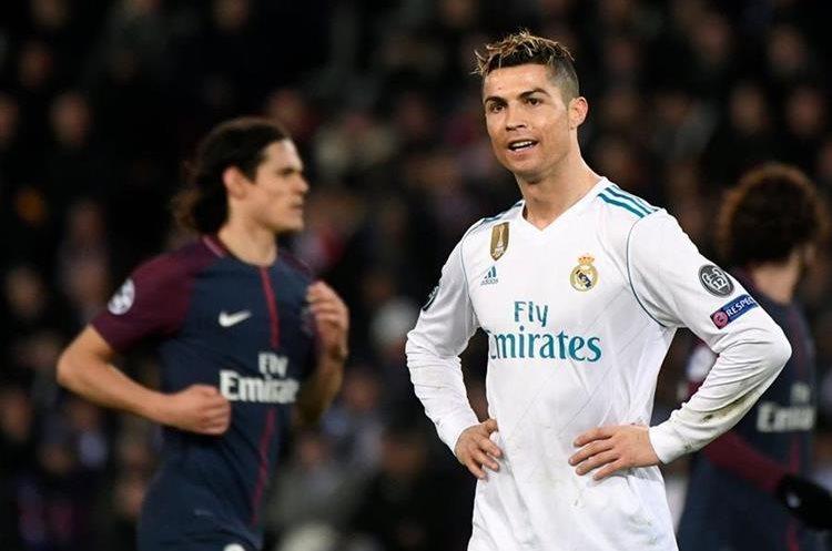 Cristiano Ronaldo se lamenta luego de una acción en ataque.