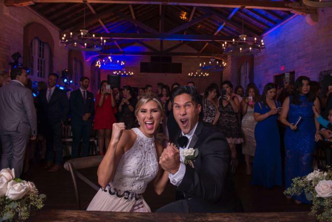 Chyno Miranda y Natasha Araos se casaron el pasado sábado en un ceremonia privada. (Foto Prensa Libre: People en Español).
