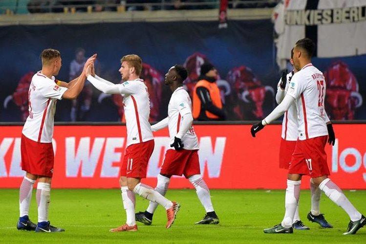 El Leipzig es el equipo sensación de la Bundesliga y en su momento de ensueño. (Foto Prensa Libre: EFE)