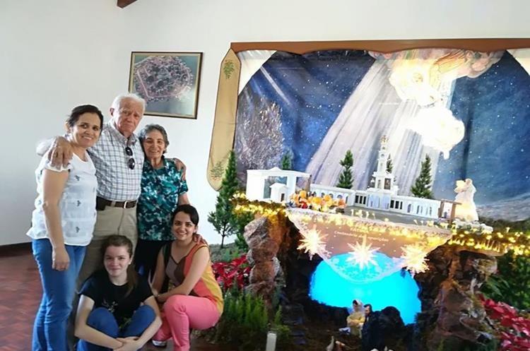 La familia Tager Castillo tiene cuatro décadas de elaborar el Nacimiento. (Foto Prensa Libre: Cortesía).