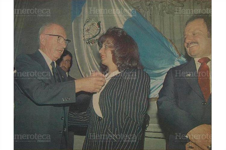 La diputada del PAN Arabella Castro de Comparini,  se convirtió en la segunda mujer que asumía la presidencia del Legislativo, derrotando en la elección al ex presidente de facto José Efraín Ríos Montt, 14/9/1994. (Foto: Hemeroteca PL)