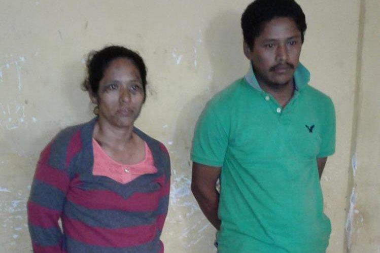 Los dos sospechosos capturados en Mazatenango. (Foto Prensa Libre: Melvin Popá).