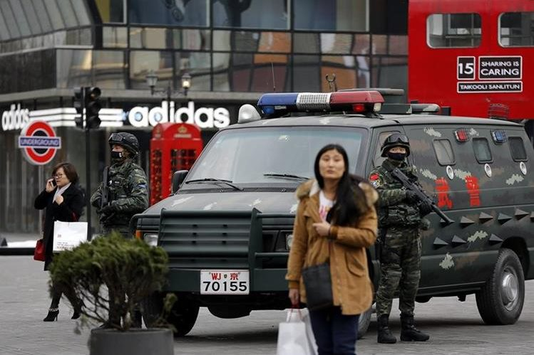 China se armó este domingo con la primera Ley Antiterrorista de su historia. (Foto Prensa Libre: AP).