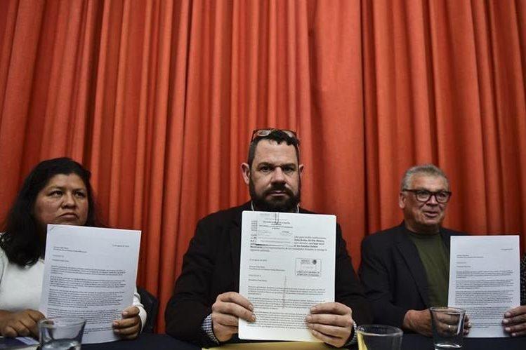 <em>Periodistas mexicanos durante la conferencia de prensa en la que se dio a conocer la carta enviada al presidente de México, Enrique Peña Nieto. (Foto Prensa Libre: AFP).</em>