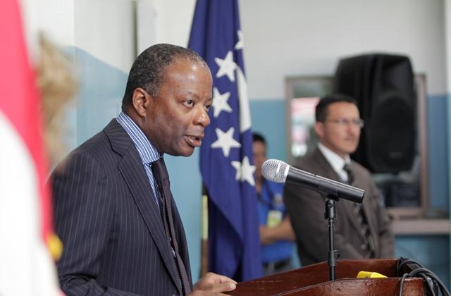 Embajador Todd Robinson durante una de las conferencias de prensa en la Embajada. (Foto Prensa Libre: Hemeroteca PL)