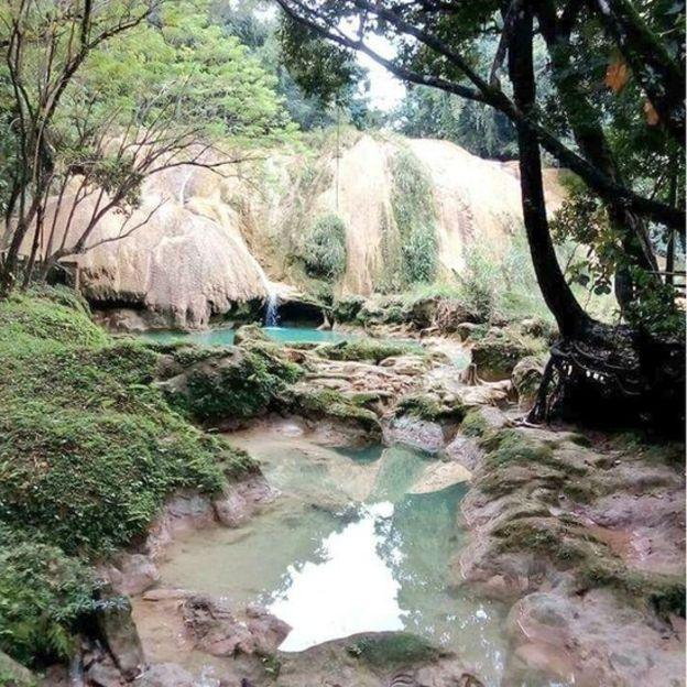 Los visitantes de las cascadas de Agua Azul se encontraron con la ausencia de agua. (Foto: Alfonso García)