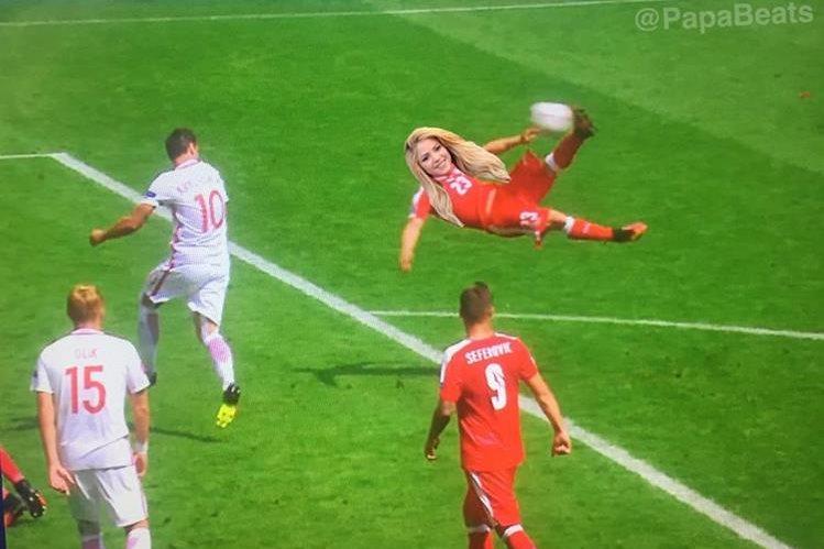 Los internautas retrataron como sería el gol de Shakira en la Euro. (Foto Prensa Libre: Twitter PapaBeats)