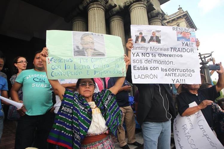 En agosto del año pasado los guatemaltecos efectuaron manifestaciones contra el presidente Jimmy Morales porque declaró no grato al jefe de la Cicig. (Foto Prensa Libre: Hemereteca PL)