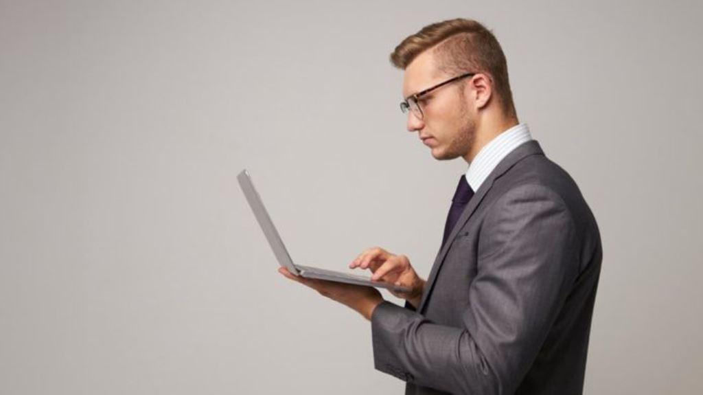 Muchas personas introvertidas prestan más atención a los detalles y son más meticulosos a la hora de tomar decisiones. THINKSTOCK