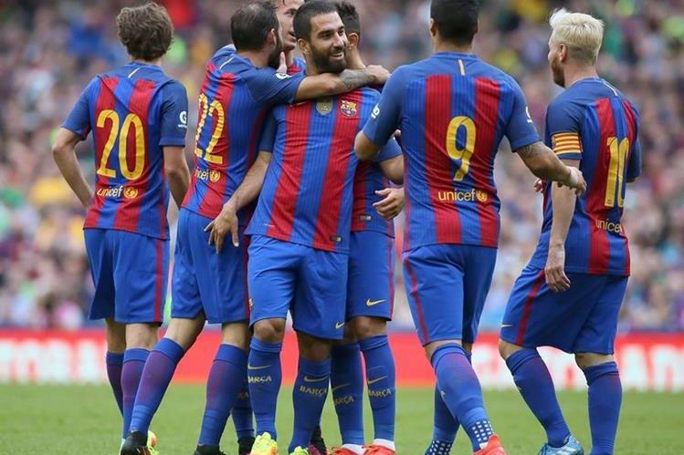 Los jugadores del Barcelona festejan el triunfo. (Foto Prensa Libre: Twitter Barcelona)