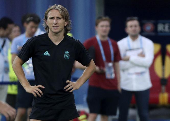 Luka Modric no será opción para el duelo del próximo domingo a las 14 horas del Real Madrid contra el Barcelona. (Foto Prensa Libre: AFP).