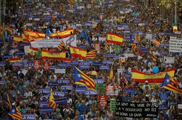 GRA261. BARCELONA, 26/08/2017.- Manifestación contra el terrorismo en encabezada por el rey Felipe VI en Barcelona.(EFE).