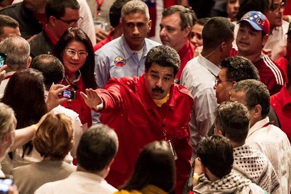 """<p>El presidente venezolano, Nicolás Maduro, dijo que firmarán el documento para crear la gran zona económica de desarrollo entre Mercosur, Alba y Petrocaribe. (Foto Prensa Libre: EFE).<br _mce_bogus=""""1""""></p>"""