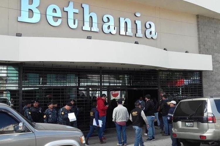 Allanamiento efectuado en la iglesia Bethania en febrero pasado. (Foto Prensa Libre: Hemeroteca PL)