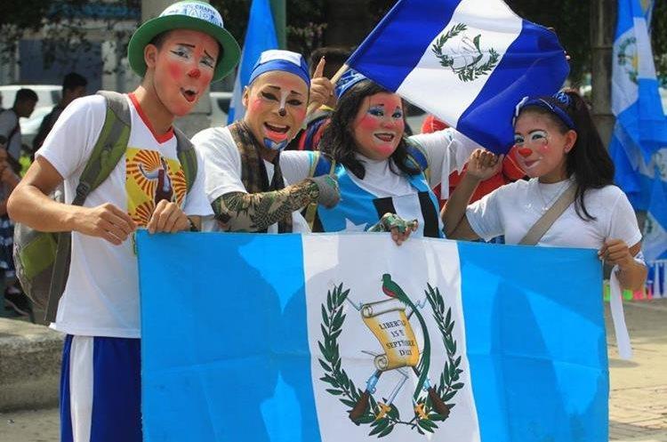Muchos estudiantes participan en las caravanas.